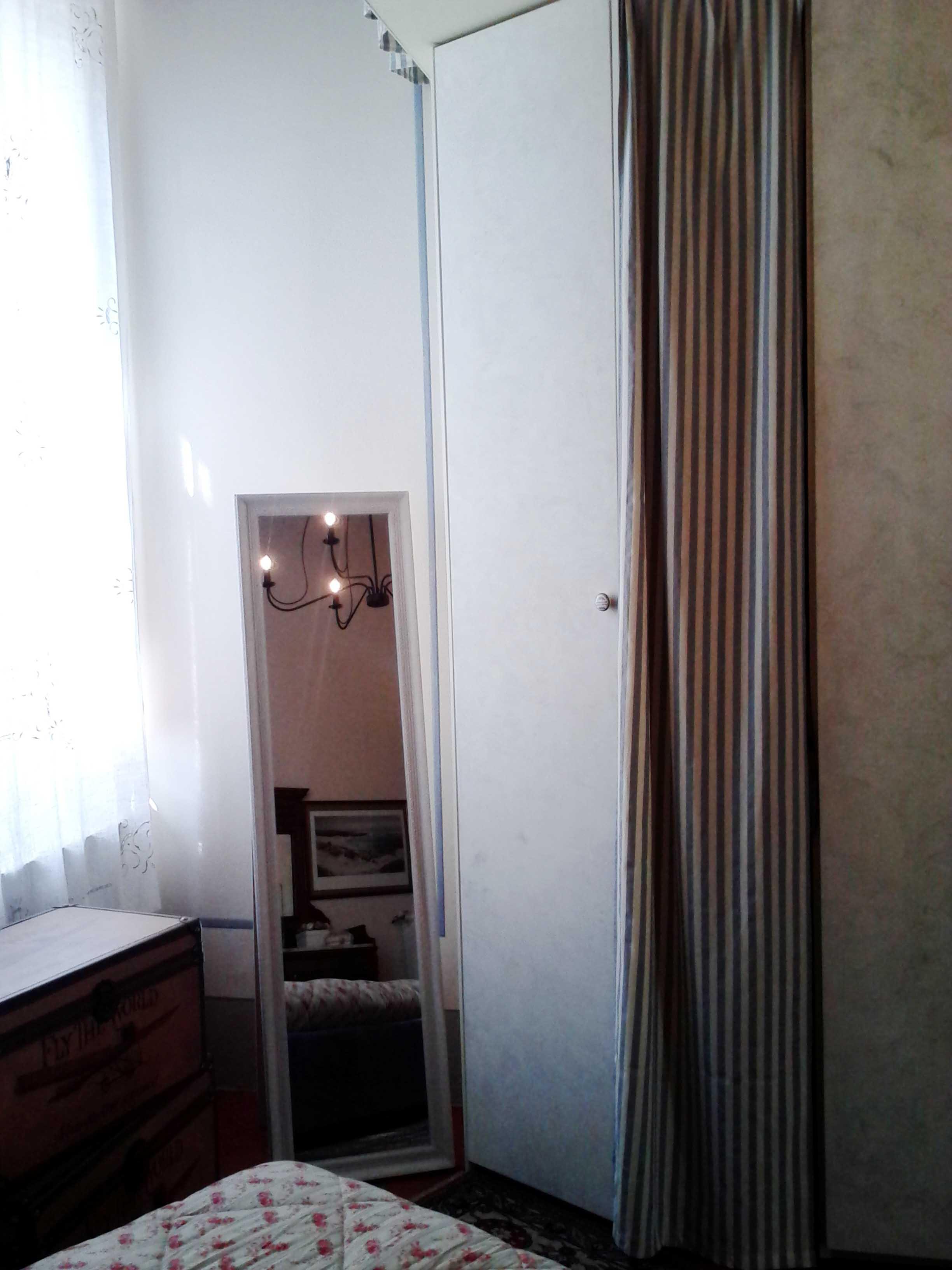 Camera da letto come inserire la tv nell armadio - Letto nell armadio ...
